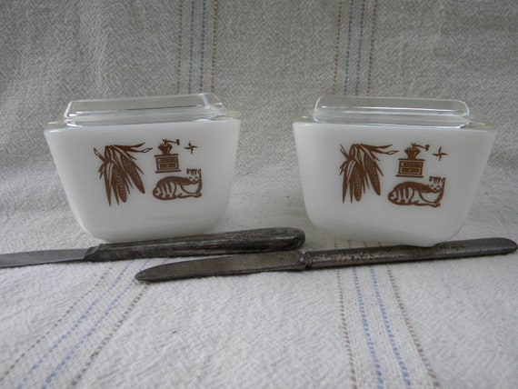 Pyrex Refrigerator Dishes Colonial Style Cat set of two