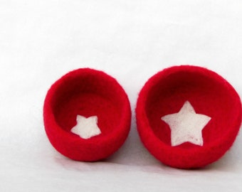 Nesting bowls / Felted bowls / Jewelry holder / wedding favor / Red vessel with star