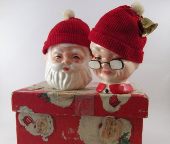 S mr and mrs claus egg cups with wool hat warmers