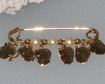 Gold Filled Mother's Brooch / Vintage Pin w/ 6 Gold Filled Charms / Pearls & GF Beads