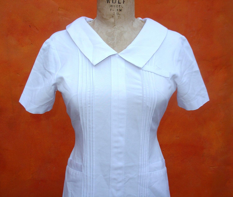 White pinafore apron nurse -  Zoom