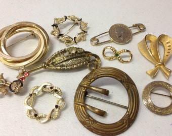 SALE Brooches Pins Vintage  lot 207
