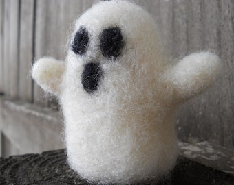 Halloween Ghost Toy / Needle Felted Ghost Figurine / Waldorf Halloween Decoration Nature Table Ornament