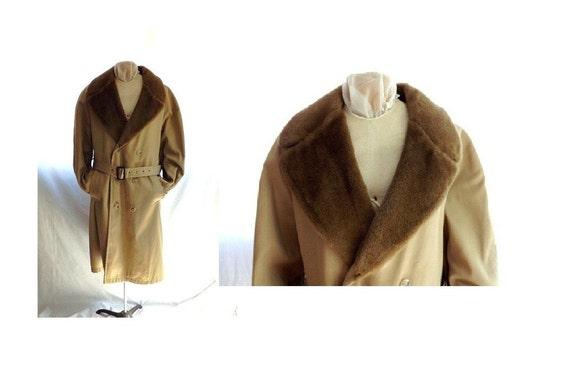 Mens 70s Winter Coat /  Vintage Khaki Coat Overcoat with Faux Fur Collar size 48