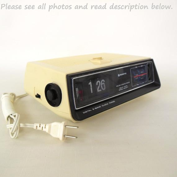 Sanyo Flip Clock Radio Alarm 1970s Vintage By Lauraslastditch