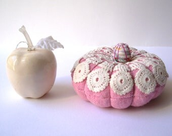 Pincushion. Cottage chic. Handmade Countryhouse ornament. French style. Gift for her.