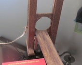 Guillotine miniature with real razor blade