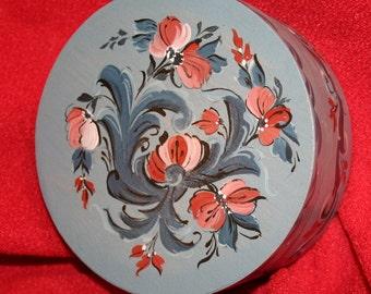 Norwegian Rosemaling-- small round treasure box--Hand Painted