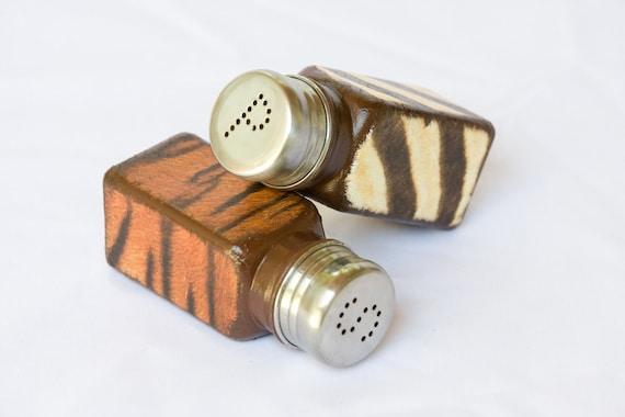 Salt pepper shakers africa safari kitchen set tiger zebra for Zebra kitchen set