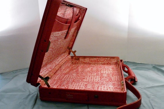Vintage Hartmann Retro Bold Red Briefcase or Light Travel.  Pattern Fabric Interior with Brass Snap Closures.