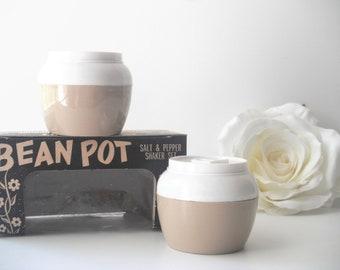 "Tan ""It's a Honey"" Bean Pot Salt and Pepper Set"