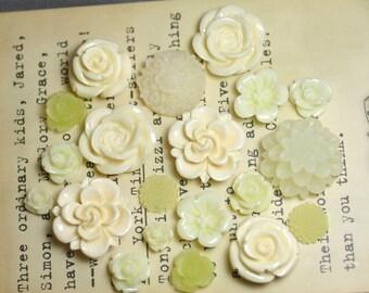 20pcs - Resin Flower Cabochons - Cream