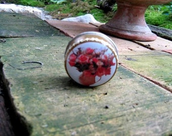 Little Vintage Round metal box with colorful  rosery - round box - face cream holder