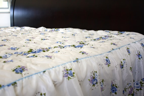 "Full/double Retro Bedspread 53"" x  84"" Blue Roses"