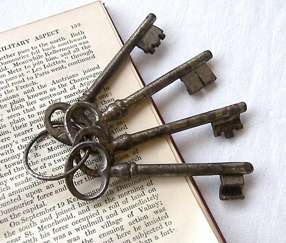 French Vintage Keys, Rusty Old Keys, Four French Keys on Original Ring, French Keys for Home Decor, 'There's Something about French Keys'