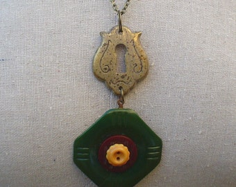 Vintage Button Pendant Necklace:  Green Bakelite Escutcheon