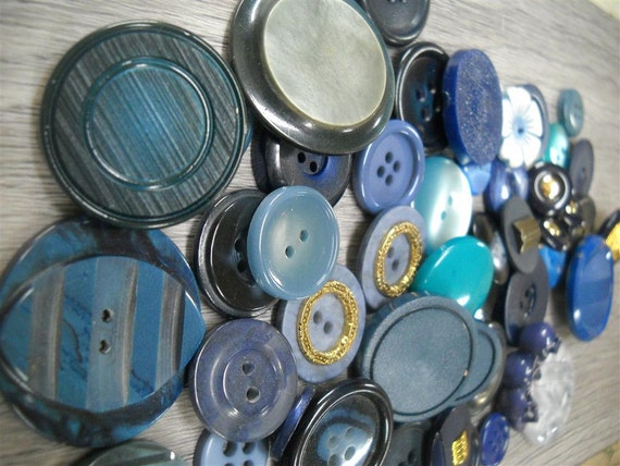 Lot of vintage  buttons- lotbn3