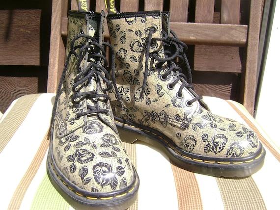 grunge gal vintage rose doc marten boots. Black Bedroom Furniture Sets. Home Design Ideas
