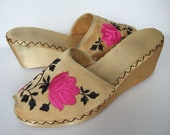 Vintage 1940s slippers / 40s yellow satin peep toe platform wedges with floral embroidery / UK 6 EU 39 US 8 wide - StellaRoseVintage