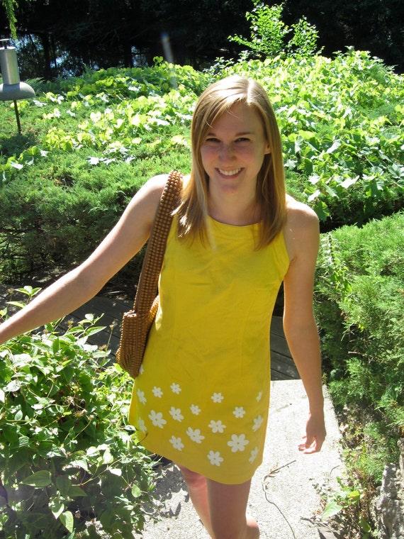 Vintage 60s style Sunshine Yellow Daisy Short Dress with Round Neck - Sz S Sz XS