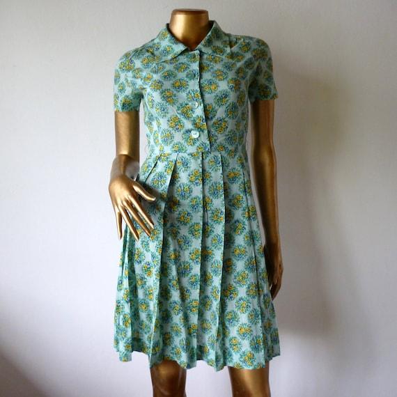 Green floral dress, 50's Vintage cotton shirtwaist.