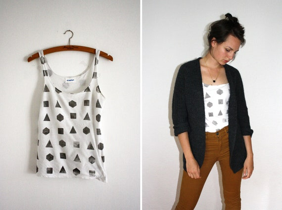 Shirt/Tank Top // white / grey // geometry