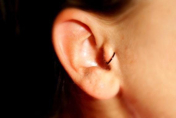 articles similaires fausse boucle d oreille noir calibre 20 faux tragus piercing boucle d. Black Bedroom Furniture Sets. Home Design Ideas