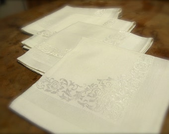 Four Ivory Luncheon Napkins, Retro Traditional