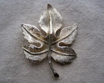 Vintage Brushed Gold Maple Leaf Pin