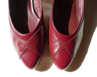 SALE Size 7 / Red Wine snakeskin geometric leather Kitten Heels  with pointy toe /rubber sole