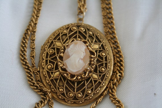 Three Strand Goldette Cameo Necklace