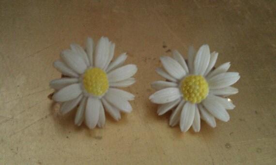 Sarah Cov Daisy Earrings