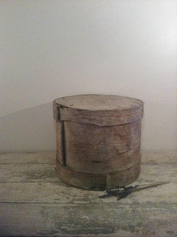 Antique primitive round wooden box for Circular wooden box