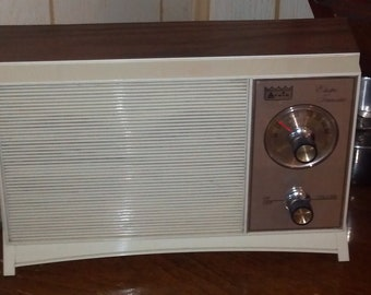 Vintage Arvin 16R28 Table Top AM Transistor Radio