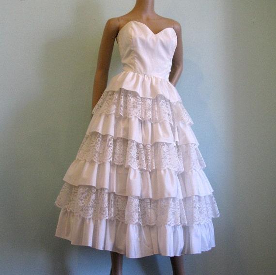 Strapless WEDDING DRESS // Tiered Lace & Taffeta // M