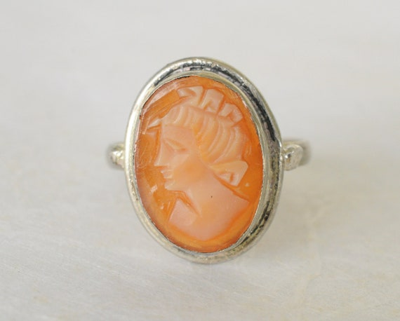 1900s Antique Cameo ring // SILHOUETTE
