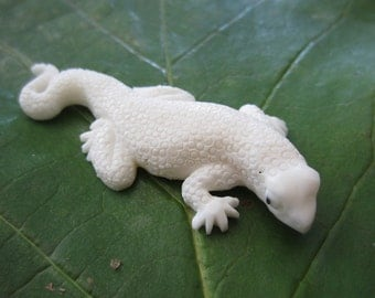 Very fine detail  Hand Carved Gecko, Carved buffalo  bone, Focal piece,  Jewelry making S2613