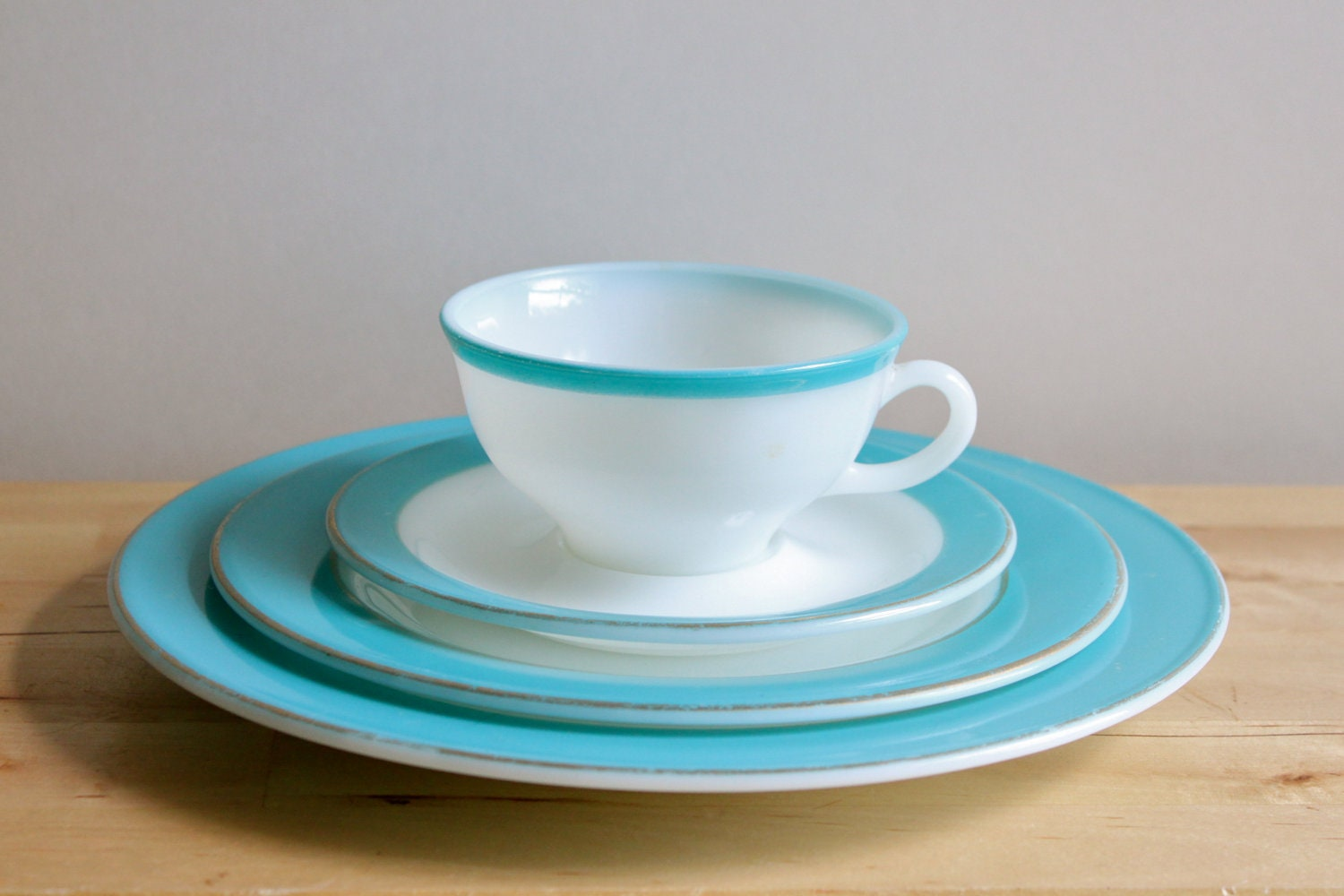 Turquoise pyrex dishes vintage 1950s milkglass plate for Cuisine turquoise