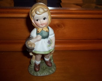 CHARMING little girl figurine PERFECT CONDITION