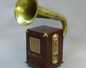 Steampunk iPod/iPhone/MP3 player/gramophone