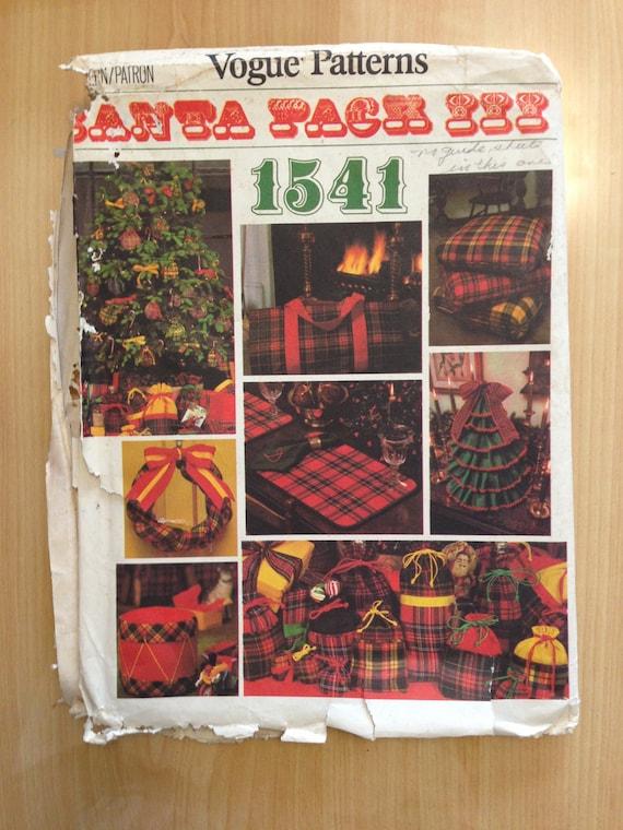 Vogue Patten 1541 Santa Pack III Christmas Accessories 1970s UNCUT