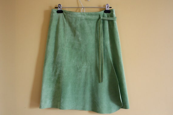 Women's Vintage leather chartreuse green skirt / Danier leather / tissue leather suede / Size 6