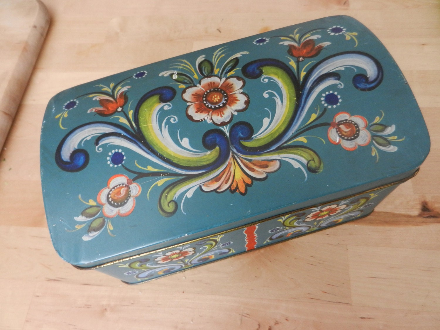 vintage tin tole painted box chest made in norway. Black Bedroom Furniture Sets. Home Design Ideas