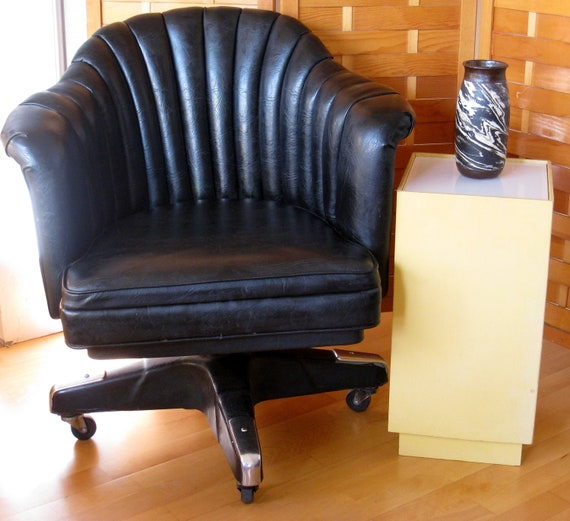Mid Century Modern Industrial Leather swivel club chair by Chromcraft Modernist Mad Men Vintage Tankard