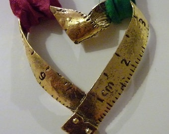 Valentine Gold metal measure xl heart and silk necklace