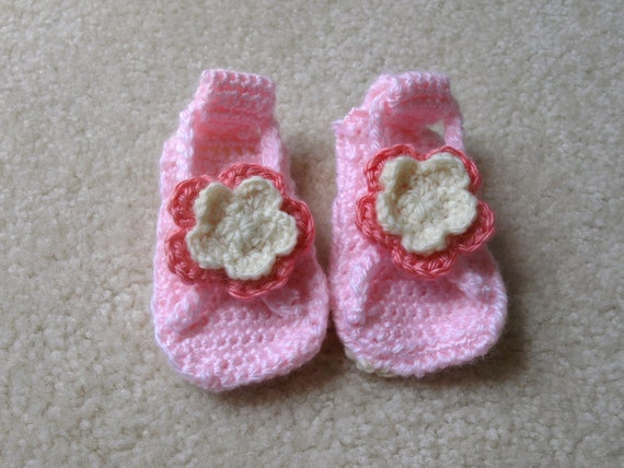 pink and white crocheted baby sandals- baby girl accessories- flower sandals