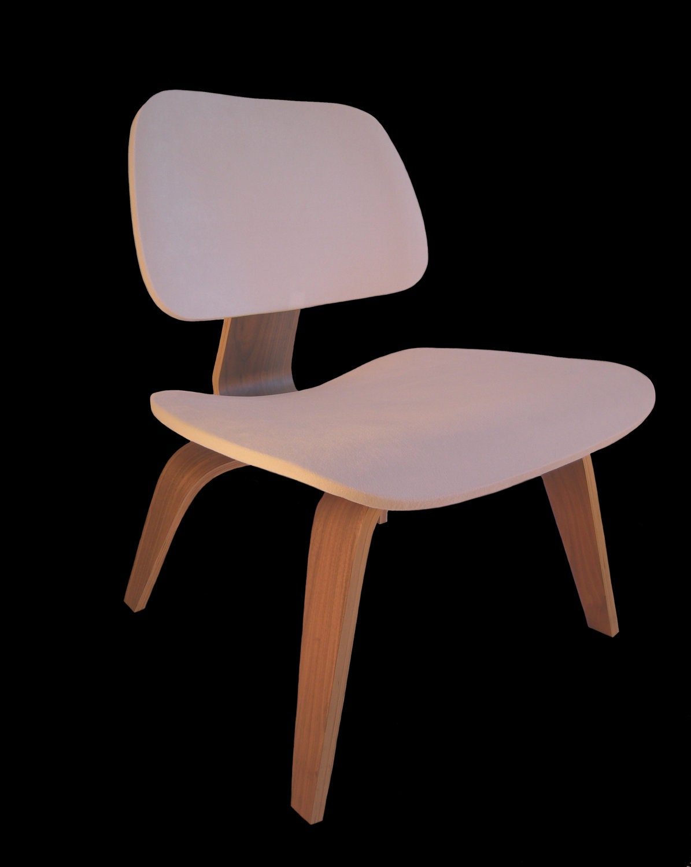 Witte stoelhoes voor eames gelaagd houten lounge stoel als for Witte eames stoel
