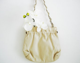 Vintage 60s pouch purse/ ivory champagne off-white/ small leather purse/ ornate leaf chain strap