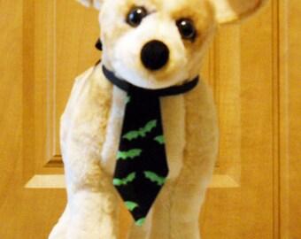 Pet Halloween Tie Green Bats on Black  Halloween Pet Tie