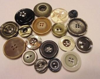 18 piece button mix, 15-28 mm (39)